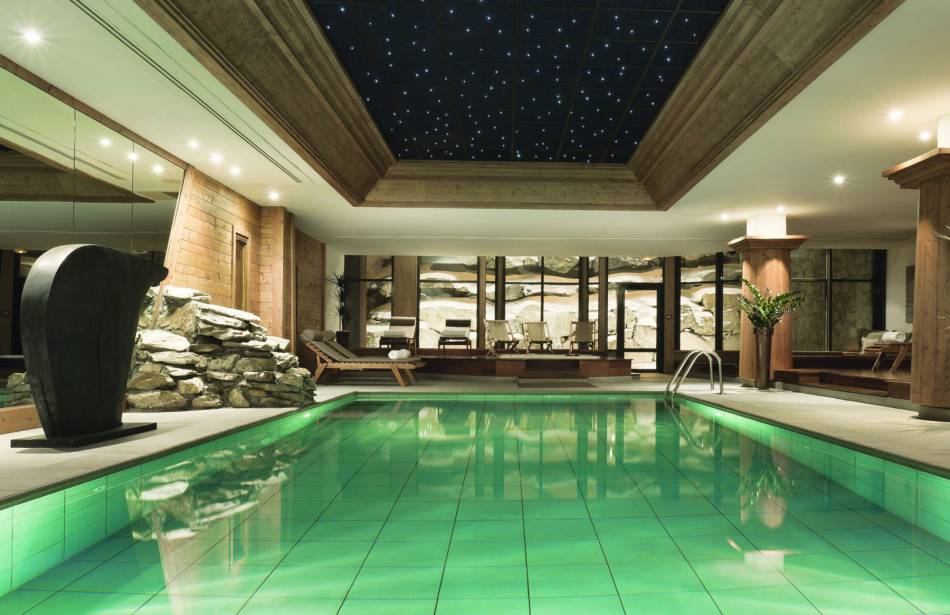 Les barmes de l 39 ours le spa d 39 exception d 39 une tani re for Piscine val d isere