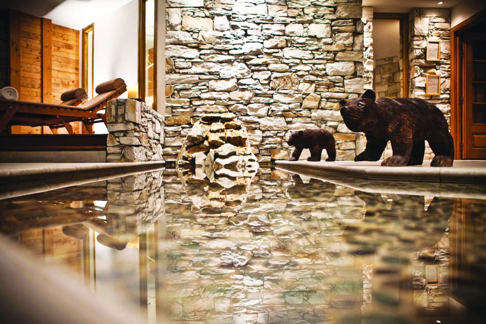 Le formidable spa de l'hôtel les Barmes de l'Ours à Val d'Isère est un temple du bien-être et du luxe discret.