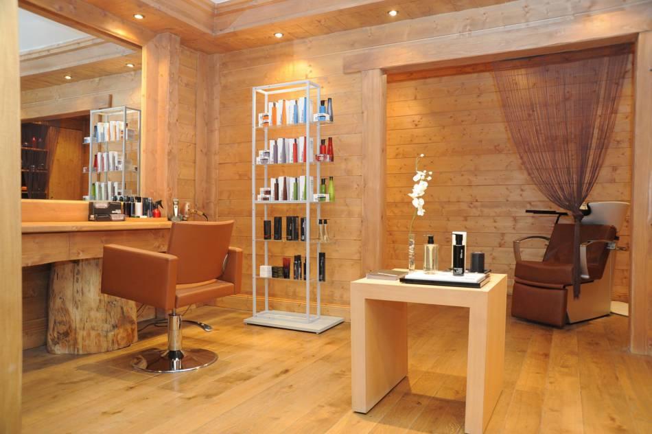 Le spa dispose même d'un salon de coiffure. On s'y fait bichonner par la marque Shu Uemura Art of Hair.