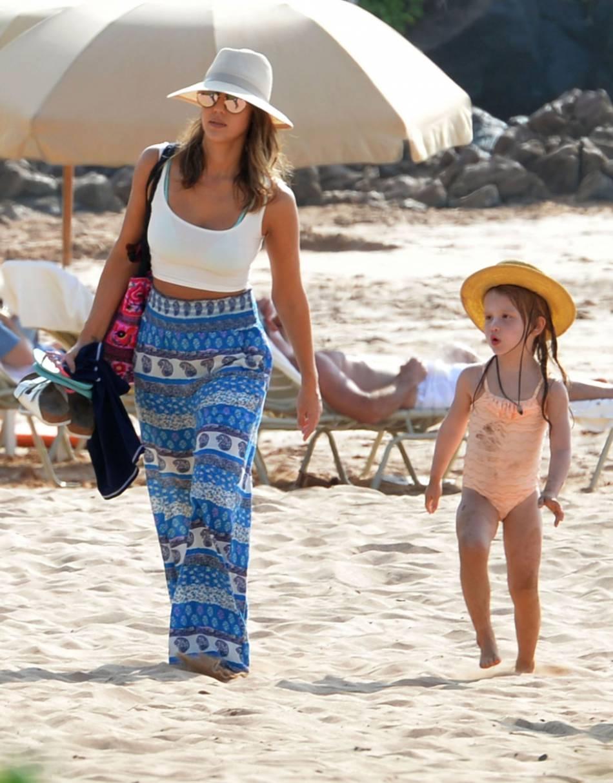 Jessica Alba et sa fille Haven profite de la plage à Hawaï.