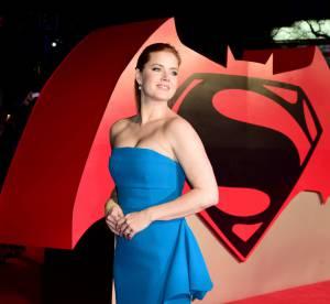 Amy Adams : apparition sculpturale en robe fendue, époustouflante Loïs Lane