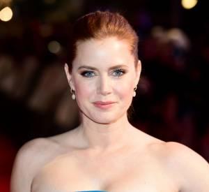 Amy Adams a opté pour une coiffure moderne. Habituellement, elle adore les crantés rétro et autres ondulations hollywoodiennes.