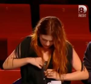 """Incident vestimentaire pour Elodie Frégé dans """"Nouvelle Star"""" : son corset a explosé !"""