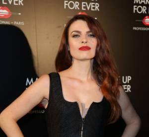 Elodie Frégé : explosion de corset en plein direct, elle frôle l'incident