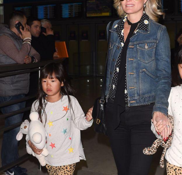 Laeticia Hallyday accompagne ses petites Jade et Joy à une grande chasse aux oeufs.