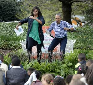 """Michelle et Barack Obama entrent dans les rôles des personnages de """"Max et les maximonstres"""" pour une lecture ludique."""