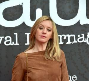 Ludivine Sagnier : joli come-back sur tapis rouge en minirobe 70's