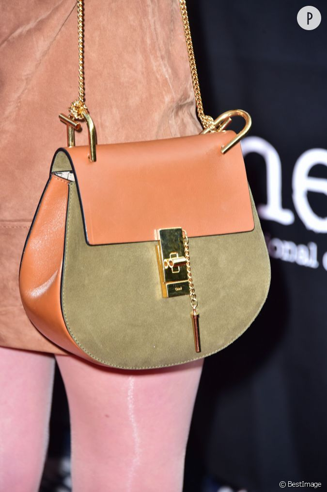 ludivine sagnier adopte un joli petit sac sign chlo marque avec laquelle elle entretient une. Black Bedroom Furniture Sets. Home Design Ideas