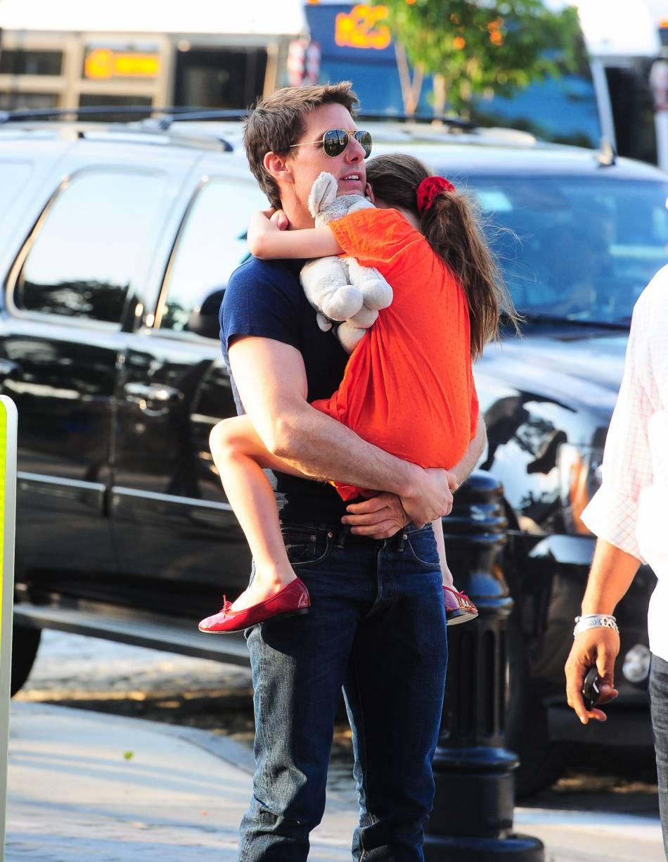 Tom Cruise et sa fille Suri : la petite a toujours subi la célébrité de ses parents.