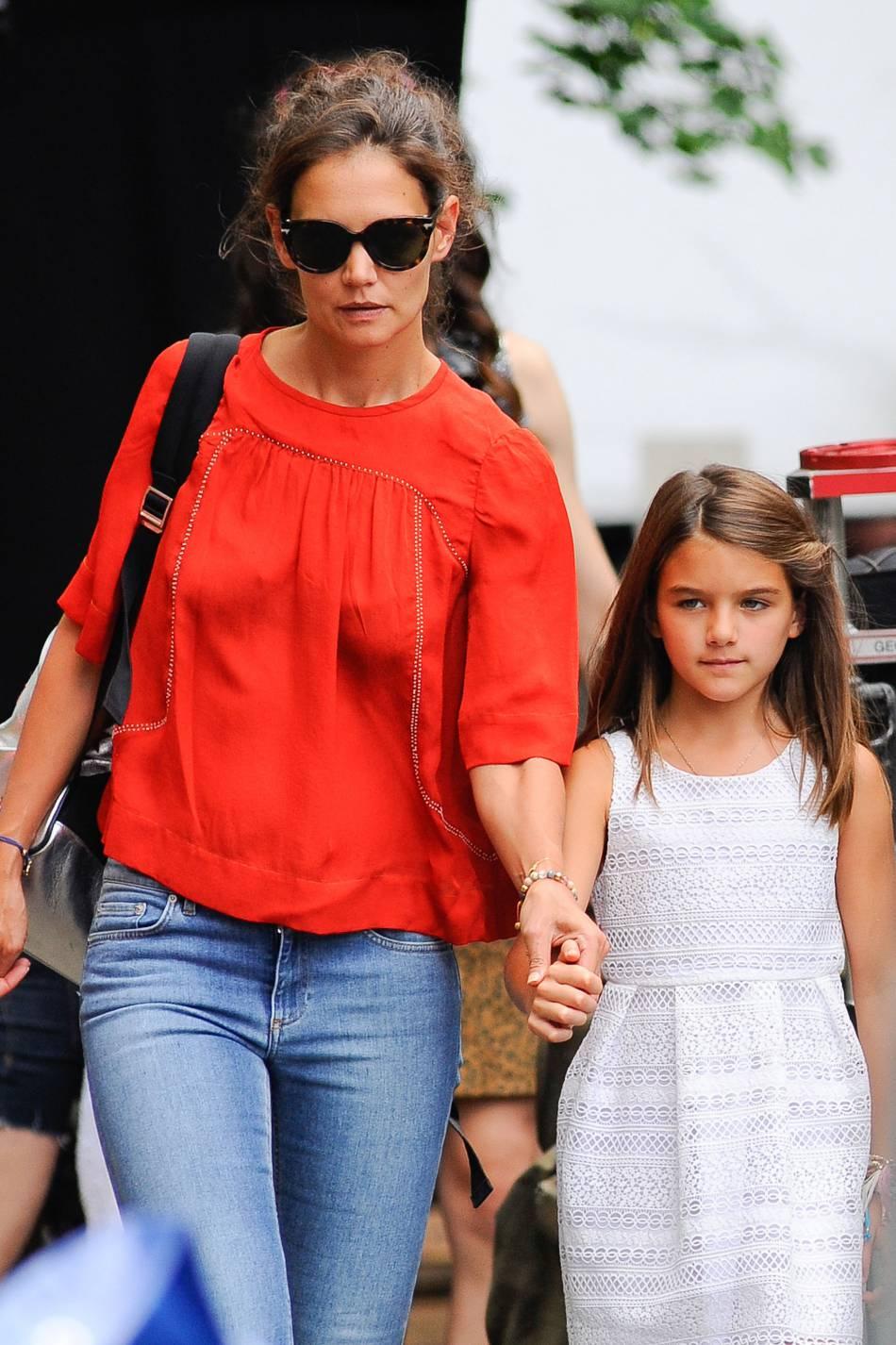 Suri Cruise et sa maman Katie Holmes, l'été dernier en 2015.