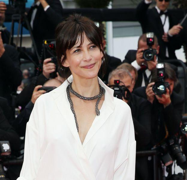 Sophie Marceau, radieuse à Cannes et un peu énervée dans la vraie vie à cause des paparazzis !