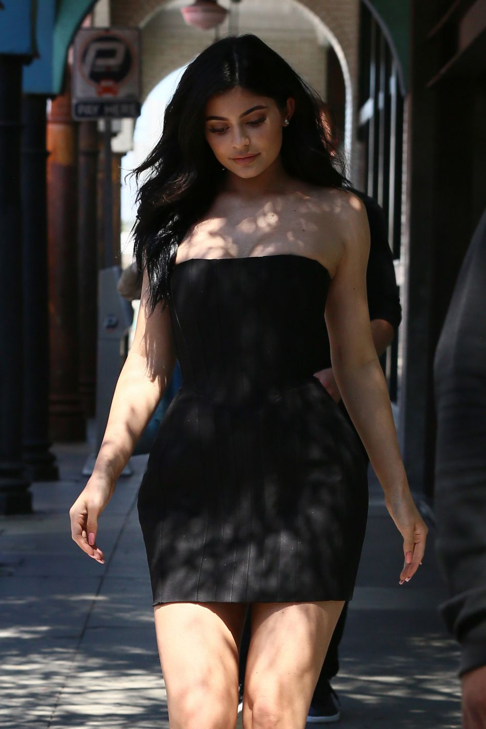 Kylie Jenner Robe Kylie Jenner Moulee Dans Une Toute Petite Robe Bustier
