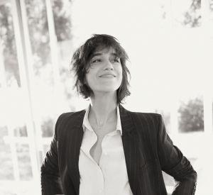 Black and white, Charlotte Gainsbourg n'a pas besoin de plus pour avoir du style.
