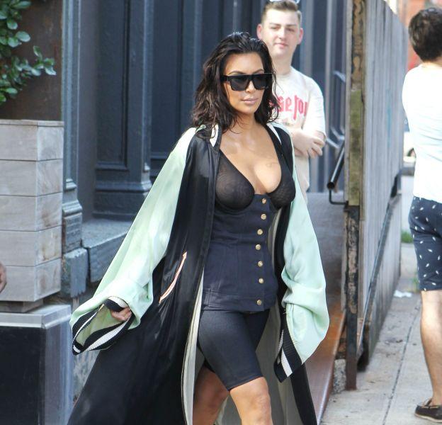 Drôle de look pour Kim Kardashian.