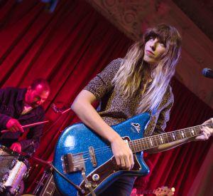 Lou Doillon est chanteuse et guitariste.