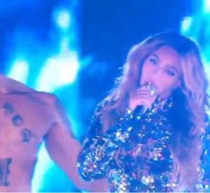 "Medley de l'album ""BEYONCE"" au Video Music Awards 2014."