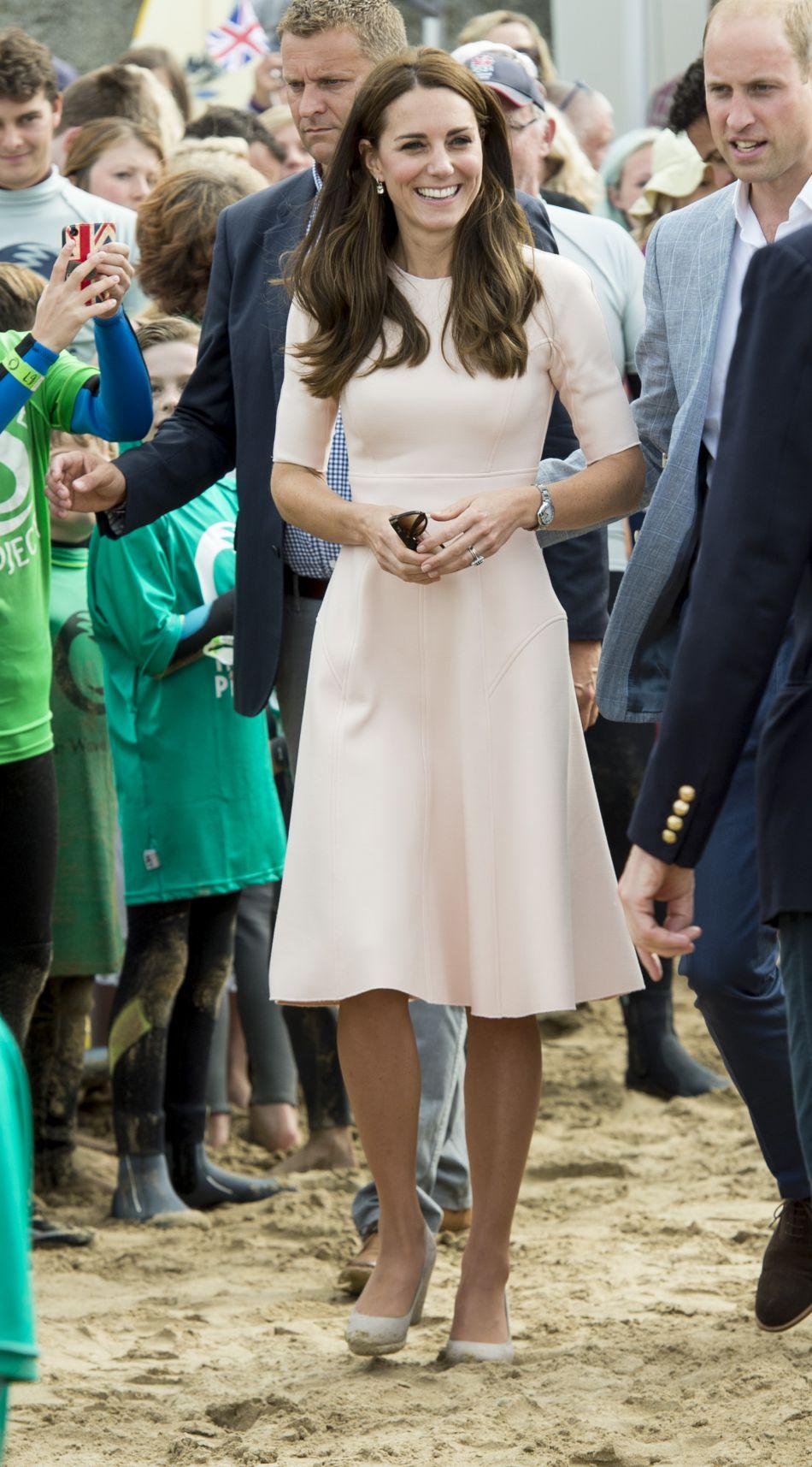 Kate Middleton radieuse dans son look nude.