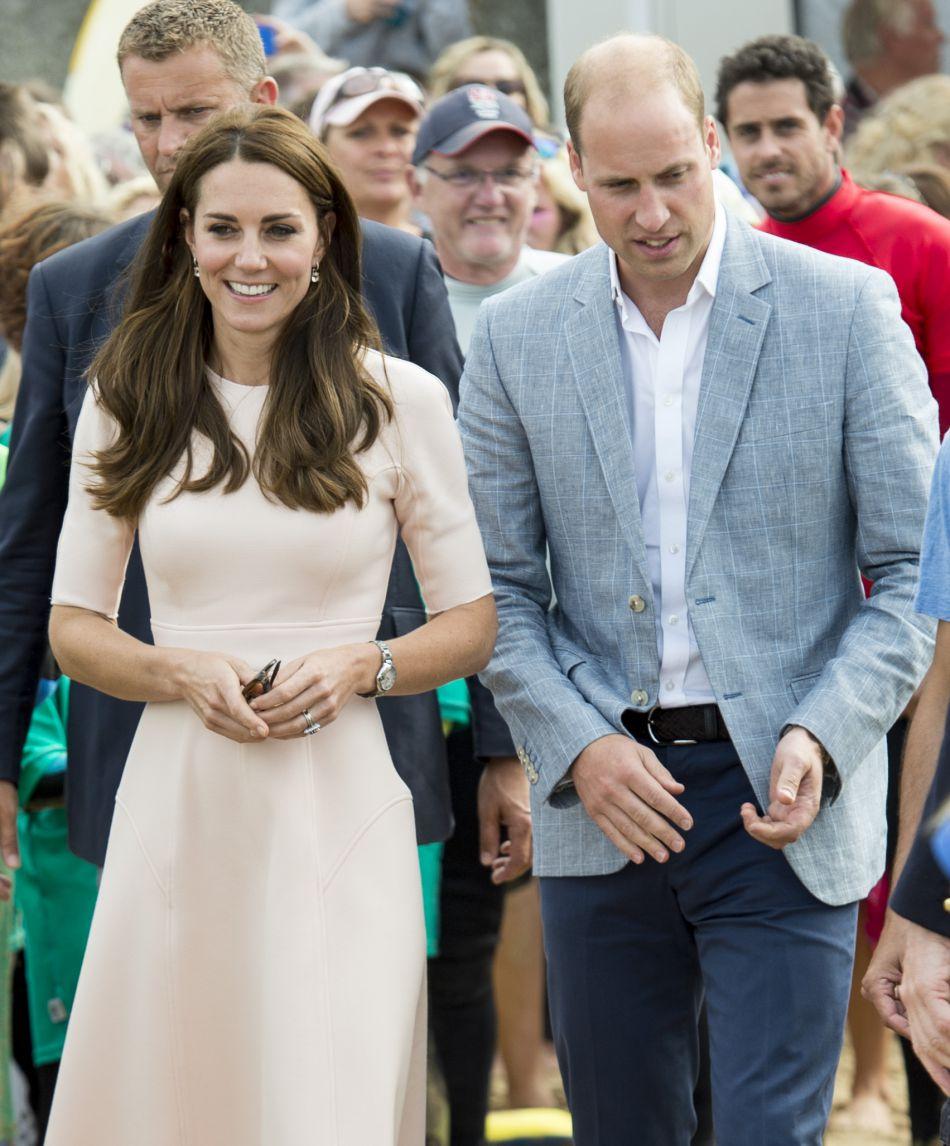 Kate Middleton chausse ses compensées Monsoon.