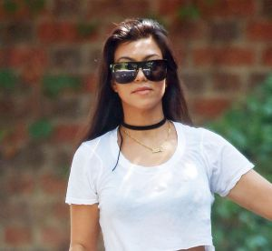 Kourtney Kardashian : bikini et imprimé banana pour ses vacances avec maman