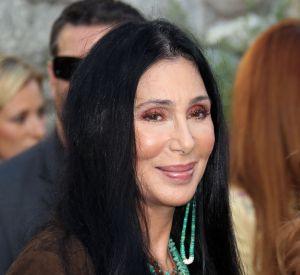 Cher (elle aussi accro à la chirurgie) inspire les clientes qui veulent toutes sa mâchoire.