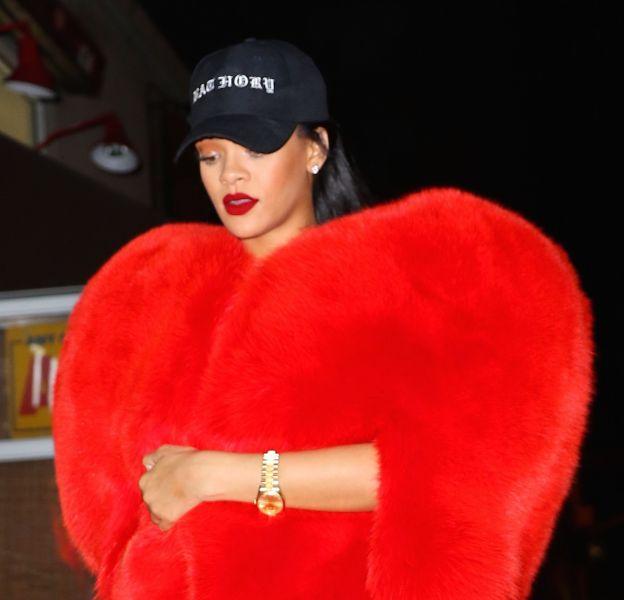 Rihanna a une fois de plus prouvé son statut de reine de la mode en optant pour une fourrure Saint-Laurent en forme de coeur.