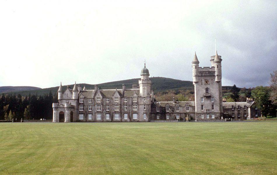 La reine adore Balmoral en Ecosse et Kate et William vont l'y rejoindre dans les jours à venir.