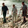 William, Harry et leur père lors de vacances en Ecosse lorsqu'ils étaient petits.