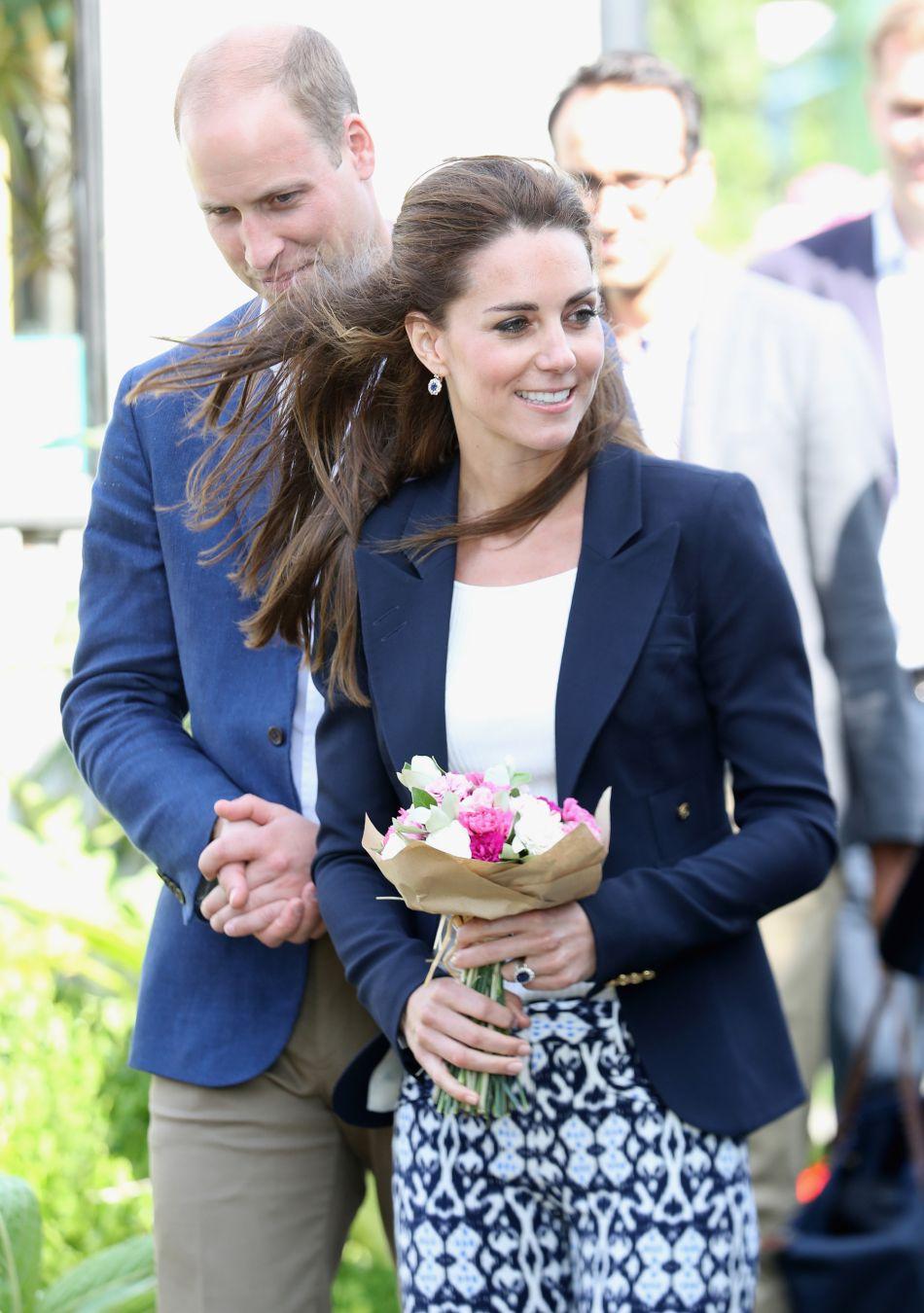 Kate Middleton et William vont passer un peu de temps avec la reine en Ecosse, histoire de préparer leur voyage au Canada.