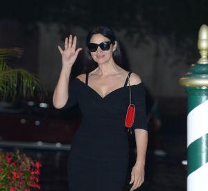 Monica Bellucci : femme fatale tout en courbes dans une robe décolletée