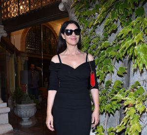 Monica Bellucci femme fatale toute en courbes à Venise.