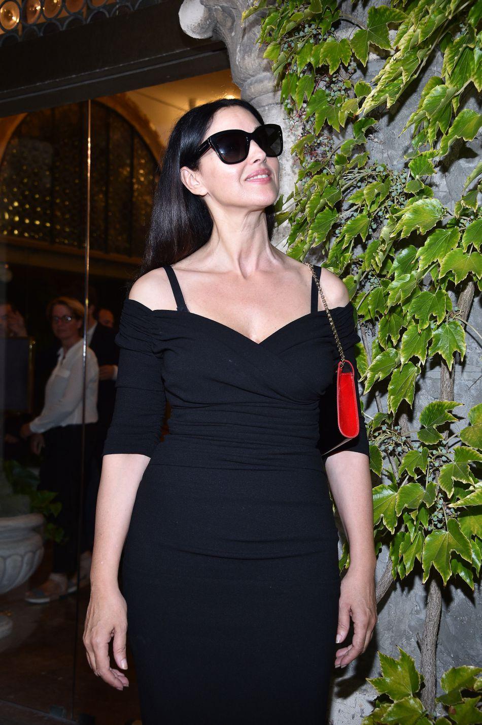 A 51 ans, Monica Bellucci est rayonnante. Elle prend encore la pose comme égérie pour Dolce & Gabbana.