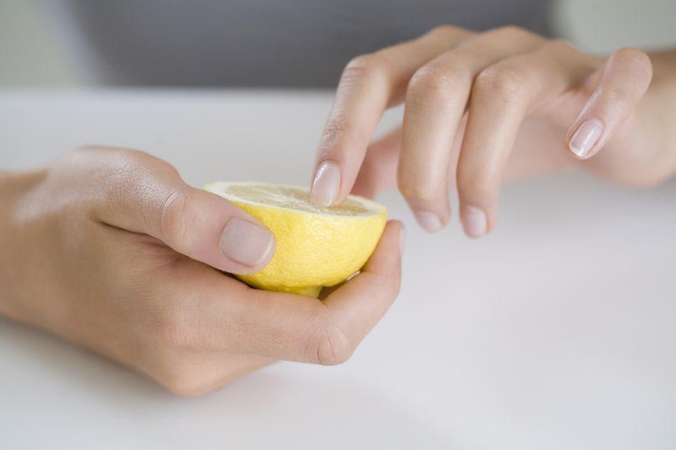 Les bienfaits du citron pour vos ongles.