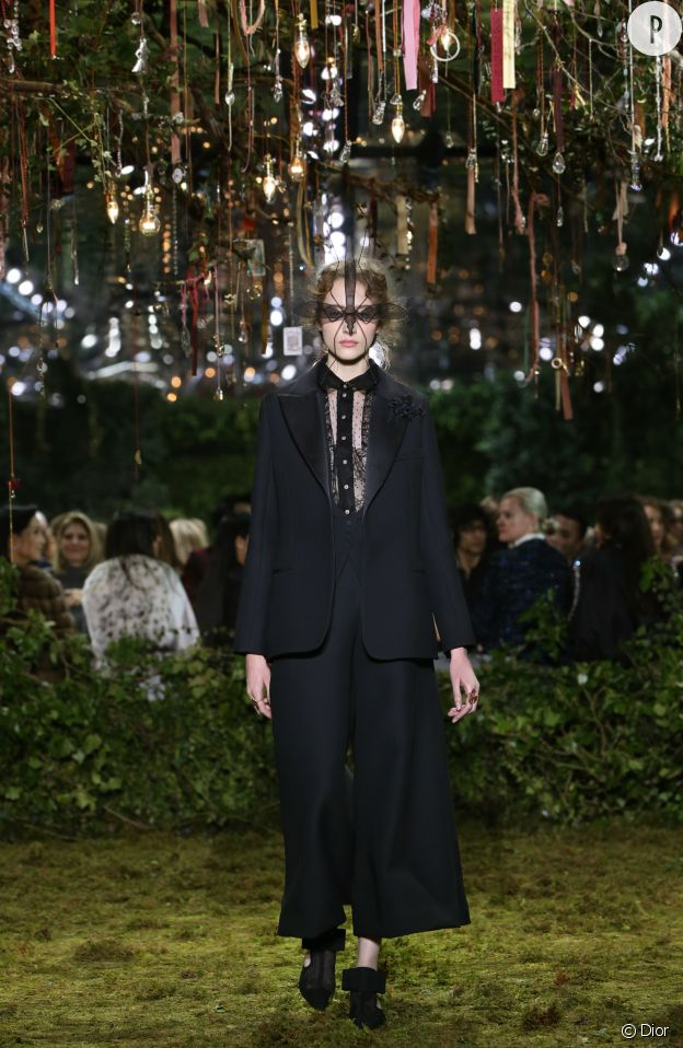 Le tailleur classique de Dior se réinvente.