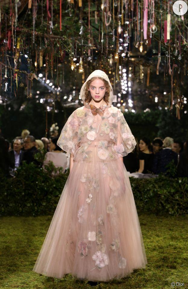 L'ambiance est féérique sur le show Dior Haute Couture.