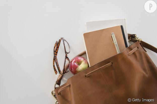 Un grand sac à main est idéal pour les journées chargées.