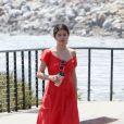Selena Gomez se balade au naturel à Malibu.