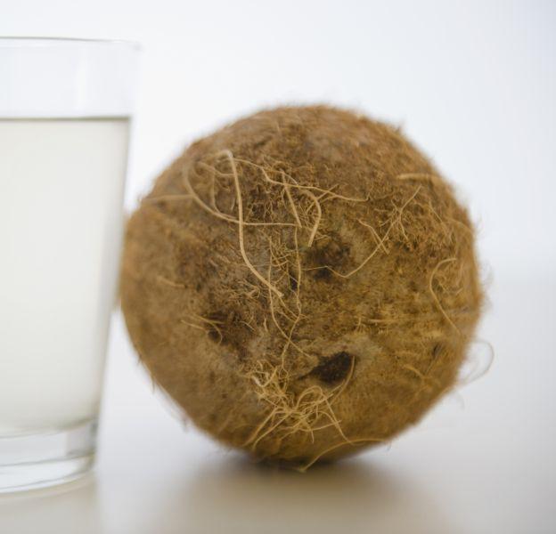 L'eau de coco, une alliée beauté indispensable.