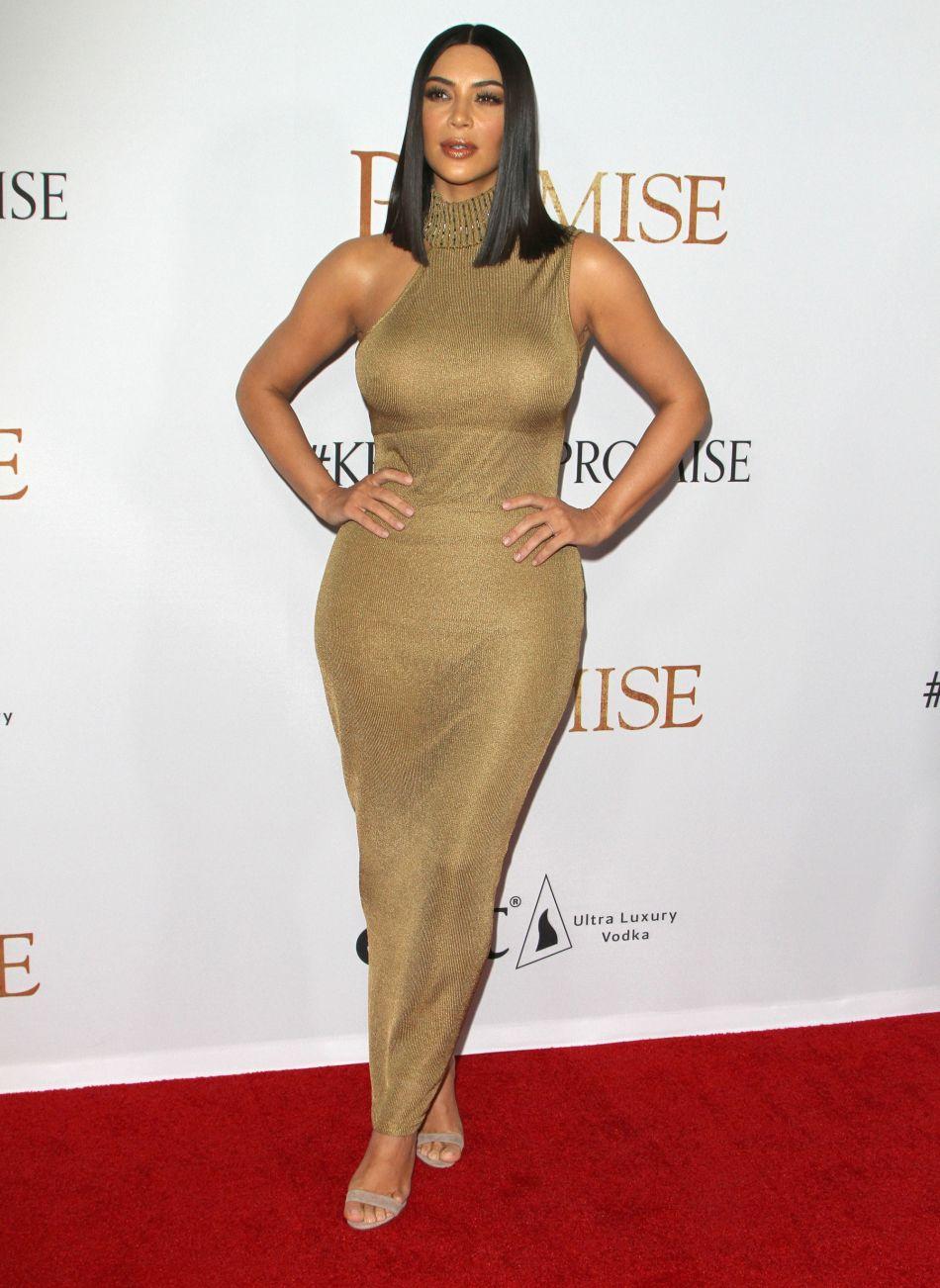 Kim Kardashian fait une rentrée sexy sur Instagram et se dévoile blonde platine.