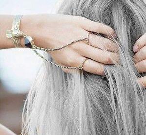 Silver hair : la tendance colo du moment décryptée par un expert