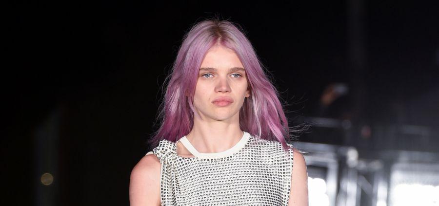 Rose quartz hair : la tendance coloration qui va faire fureur au printemps 2018