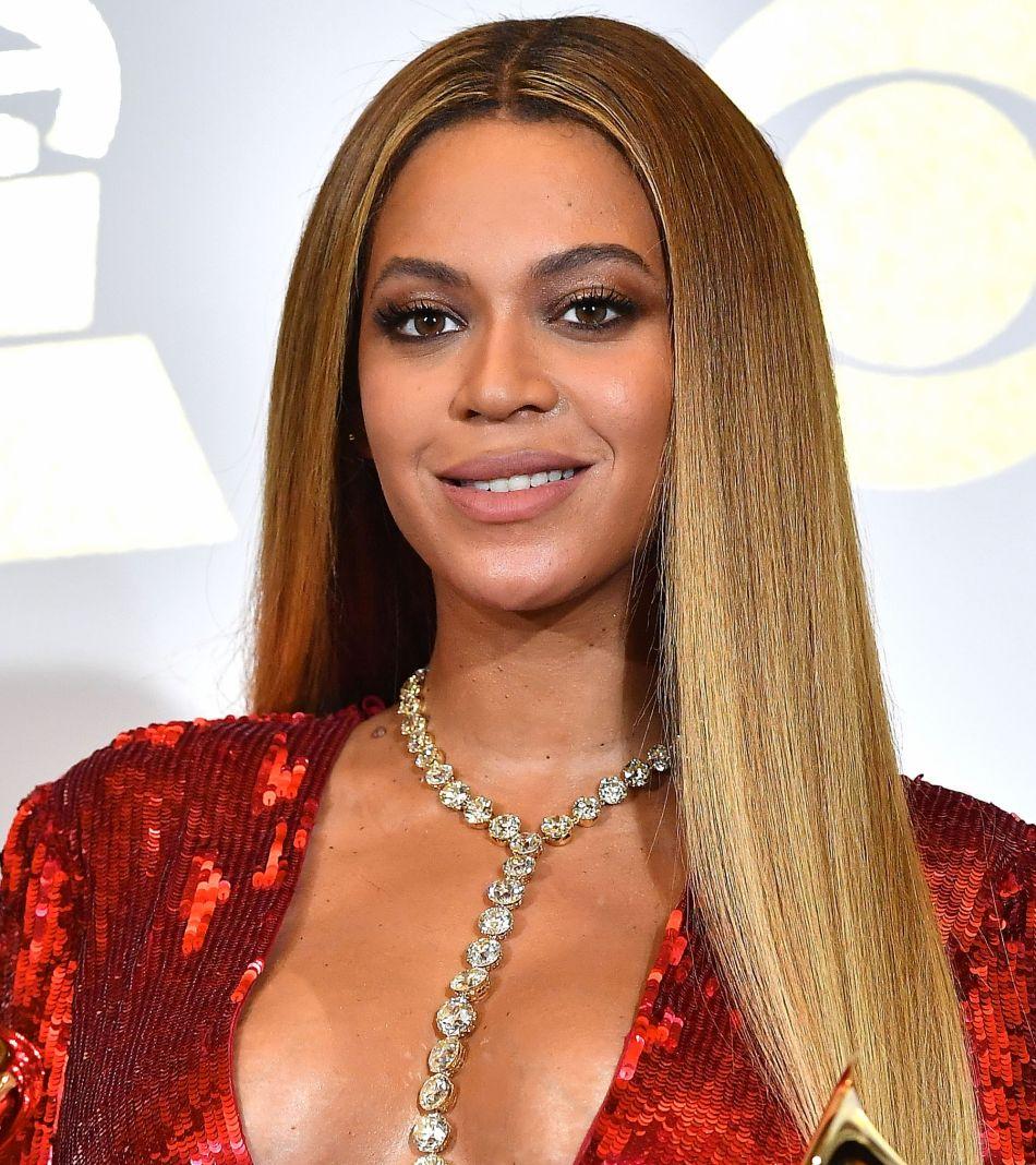 Beyoncé crée la casquette spéciale cheveux bouclés - Puretrend 353a3bfb4a1
