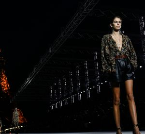 Saint Laurent : les party girls scintillent sous la Tour Eiffel