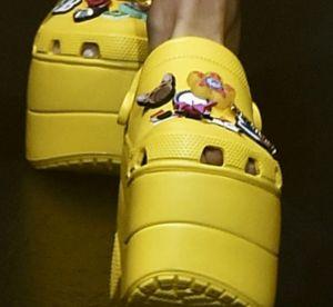 Balenciaga ose les Crocs sur son podium : le sacre des ugly shoes ?