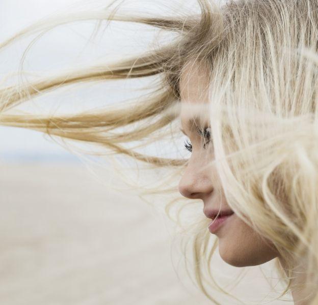 Comment éclaircir vos cheveux à la maison.