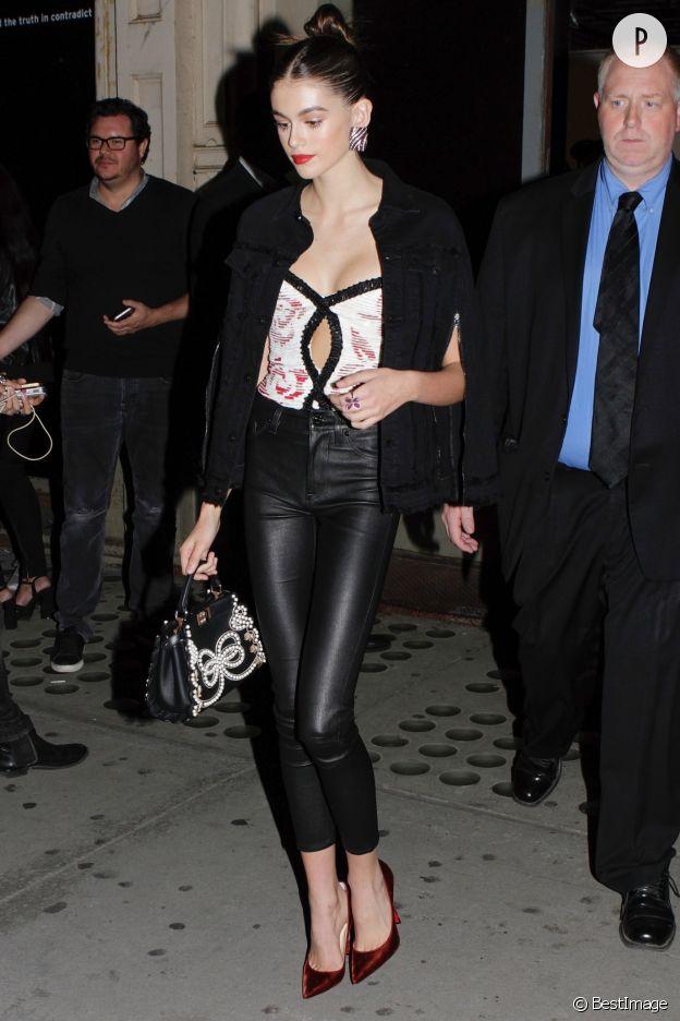 Toujours plus sexy, Kaia Gerber, 16 ans, à la sortie d'une soirée à New-York.