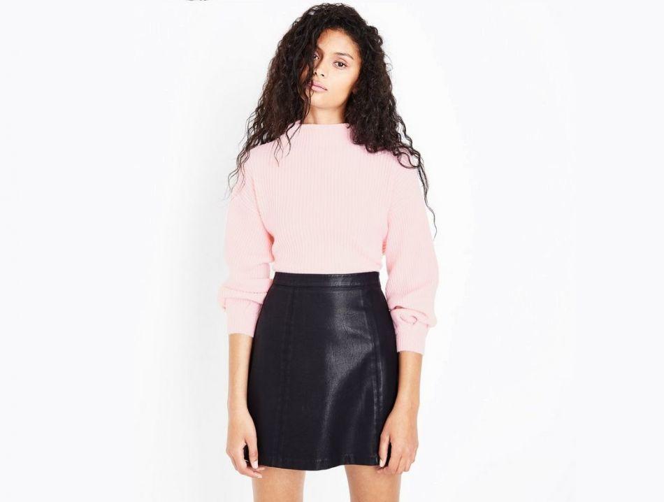 Pull rose côtelé à manches bouffantes New Look, 29,99€.
