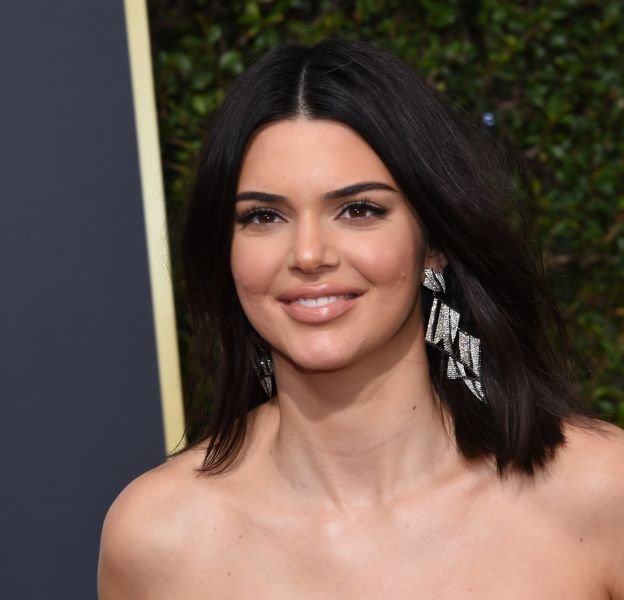 Kendall Jenner a été critiquée pour son acné après son apparition aux Golden Globes 2018.