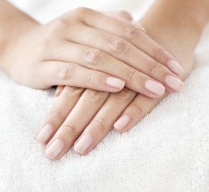 Le soin maison facile pour traiter les ongles mous et cassants