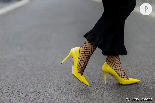 L'escarpin jaune version rock.