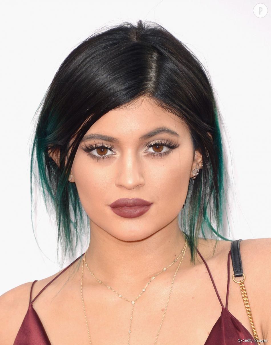 Le Piercing Le Nouveau Tatouage Kylie Jenner Hesite A User De L